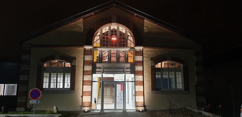 Génie électrique façade entreprise lumière